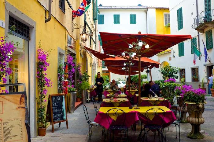 Outdoor restaurants in Lucca